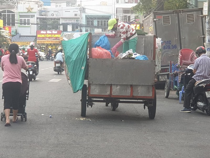 TP yêu cầu hoàn chỉnh chính sách hỗ trợ lực lượng thu gom rác  - ảnh 1