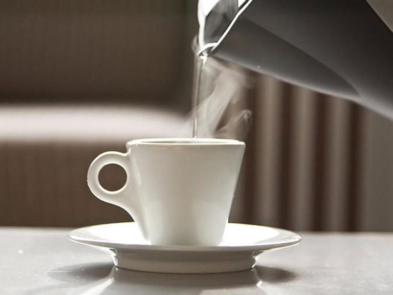 Uống nước ấm và trà có chống được COVID-19? - ảnh 1