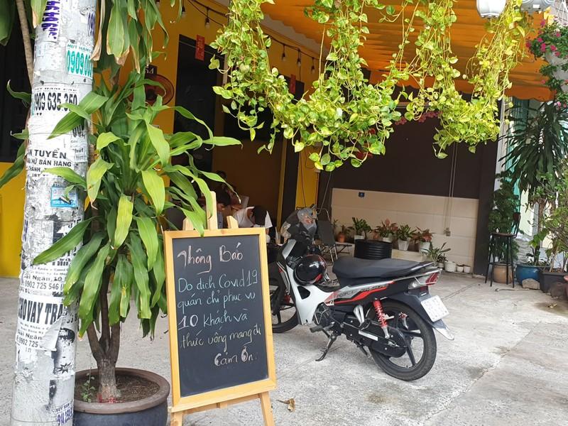Nhiều điểm bán thức ăn đường phố cũng nghỉ vì COVID-19 - ảnh 1
