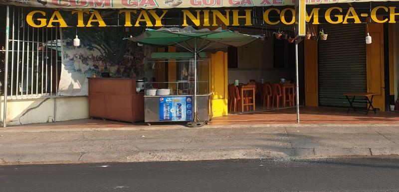 Nhiều điểm bán thức ăn đường phố cũng nghỉ vì COVID-19 - ảnh 2