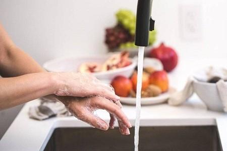 Những thói quen không lành mạnh khi nấu ăn gây hại sức khỏe - ảnh 1