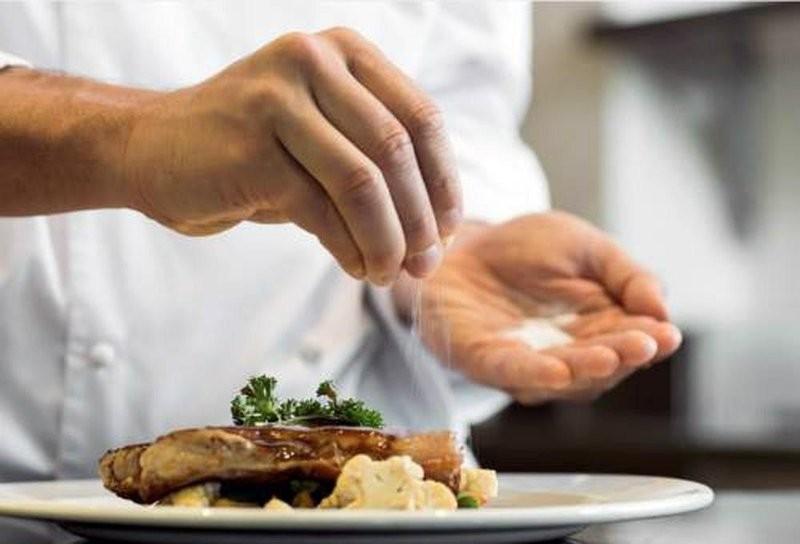 Ăn quá nhiều muối làm suy giảm hệ miễn dịch của cơ thể - ảnh 1