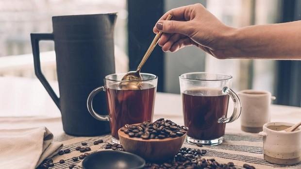 Những rủi ro về sức khỏe có thể gặp phải khi uống nhiều cà phê - ảnh 1