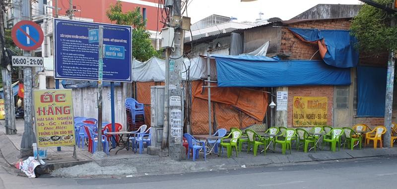 Hết giãn cách xã hội, nhiều quán ăn vẫn vắng khách - ảnh 1