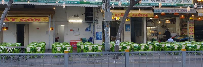 Hết giãn cách xã hội, nhiều quán ăn vẫn vắng khách - ảnh 3
