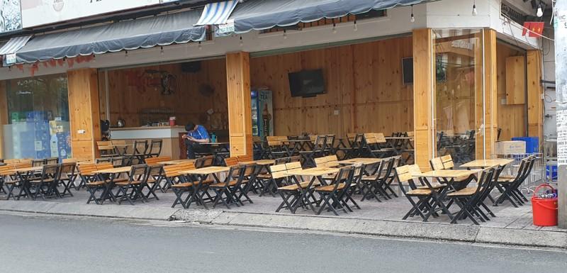 Hết giãn cách xã hội, nhiều quán ăn vẫn vắng khách - ảnh 4