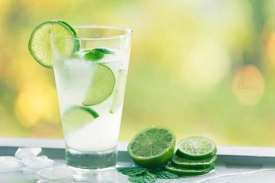Bất ngờ với lợi ích của việc uống nước chanh mỗi ngày - ảnh 1