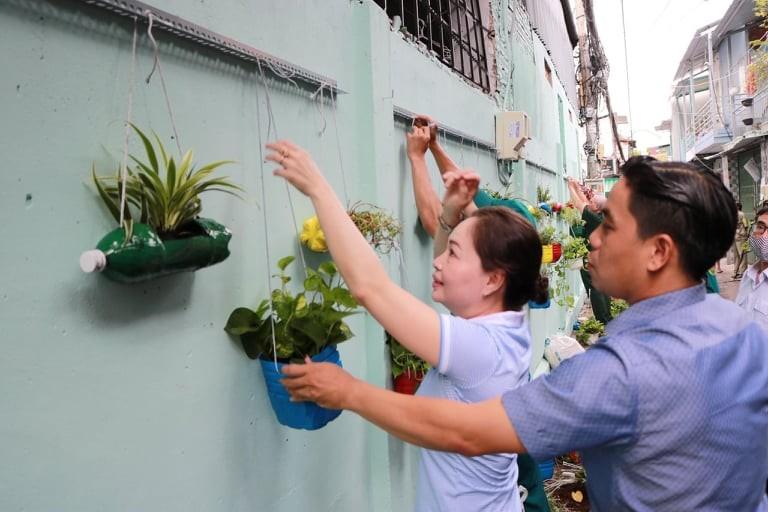 Sử dụng lại chai nhựa để trồng cây - ảnh 2