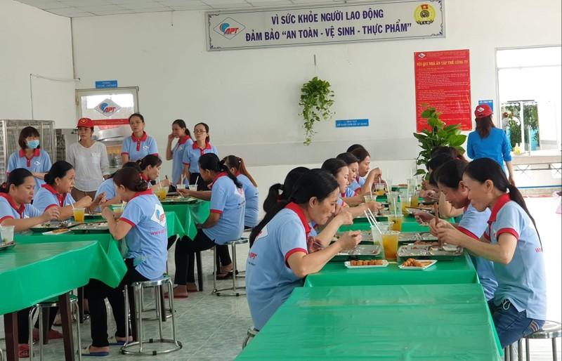 Tăng cường chất lượng bữa ăn cho công nhân - ảnh 1