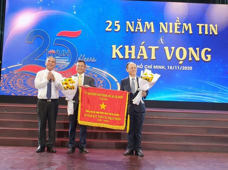 Trường ĐH Hùng Vương TP.HCM kỷ niệm 25 năm thành lập - ảnh 1