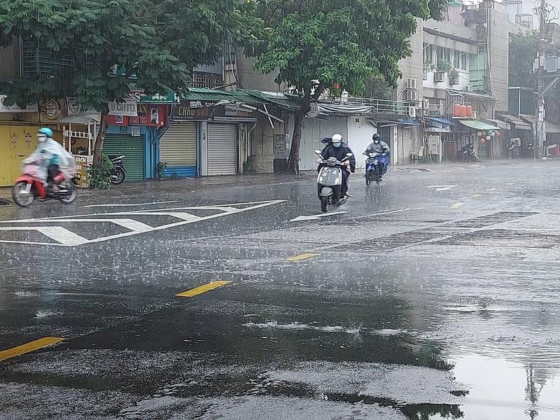 Mưa xảy ra nhiều nơi ở TP.HCM - ảnh 1