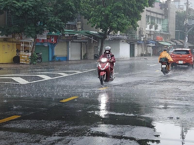 Áp thấp nhiệt đới ảnh hưởng đến thời tiết Nam bộ ra sao? - ảnh 1
