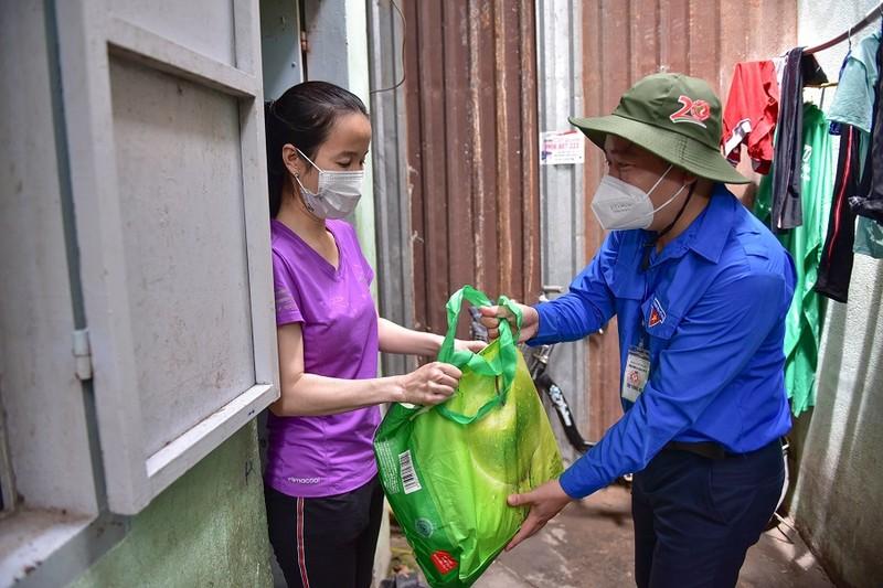 TP.HCM: Hơn 7.000 'giỏ quà nghĩa tình' đã đến tay người được nhận - ảnh 1