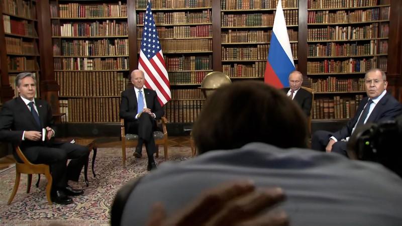 Giới báo chí tranh nhau đưa tin, gây hỗn loạn tại buổi hội đàm Mỹ - Nga - ảnh 1