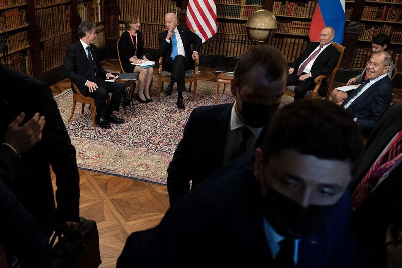 Giới báo chí tranh nhau đưa tin, gây hỗn loạn tại buổi hội đàm Mỹ - Nga - ảnh 2
