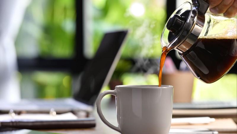 Uống cà phê mỗi ngày có thể làm giảm nguy cơ nhiễm COVID-19? - ảnh 1