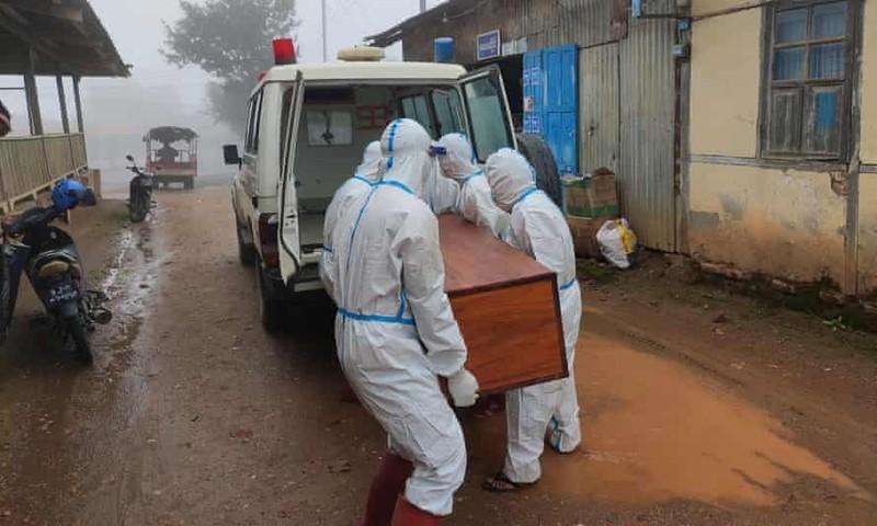 Nhiễm, chết ở Myanmar tăng cao, tình nguyện viên đi từng nhà thu thập thi thể - ảnh 4
