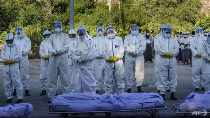 Nhiễm, chết ở Myanmar tăng cao, tình nguyện viên đi từng nhà thu thập thi thể - ảnh 2