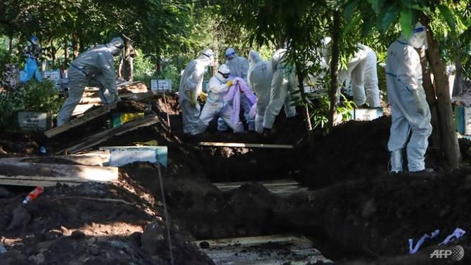 Nhiễm, chết ở Myanmar tăng cao, tình nguyện viên đi từng nhà thu thập thi thể - ảnh 3