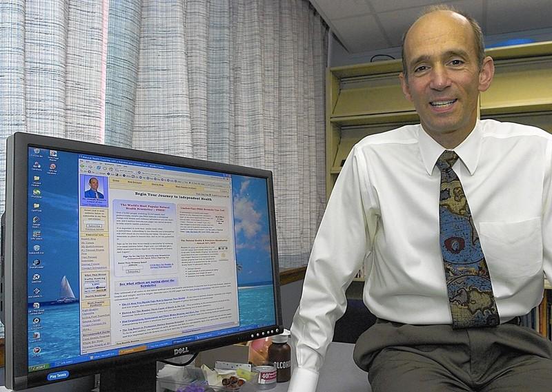 Mỹ xác định đối tượng 'siêu lây nhiễm' thông tin sai lệch về vaccine COVID-19 - ảnh 2