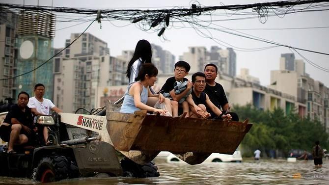 Nhà báo nước ngoài bị ngăn cản đưa hình ảnh mưa lũ ở Trung Quốc - ảnh 1