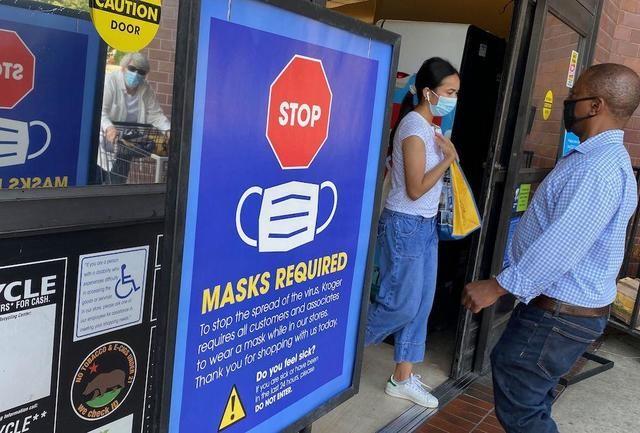 Mỹ khuyến cáo dân đeo khẩu trang lại, kể cả người đã tiêm vaccine - ảnh 1