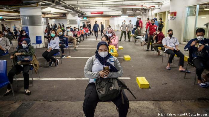 Bài học lộ trình mở cửa lại: Jakarta-không cấm chợ, siêu thị ở cấp độ cao nhất - ảnh 3