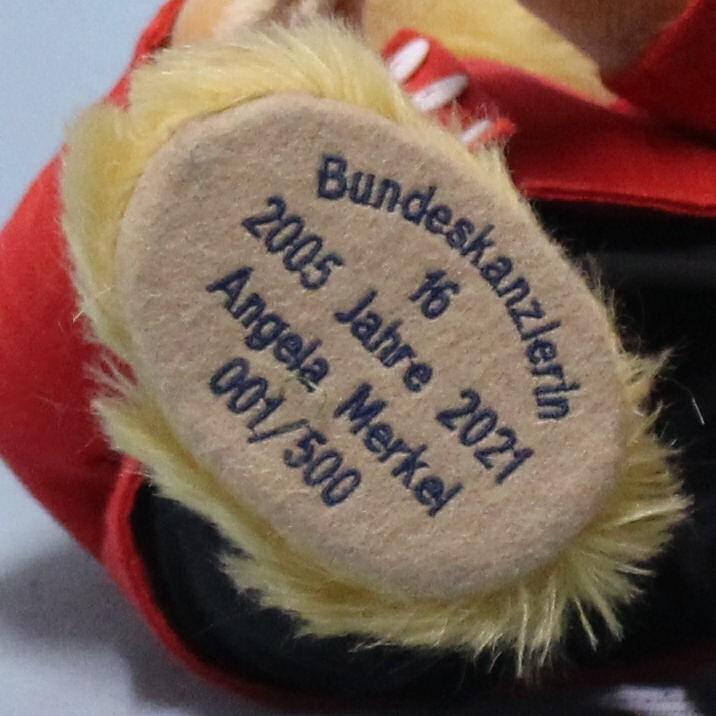Công ty đồ chơi Đức sản xuất gấu bông dành riêng cho Thủ tướng Merkel - ảnh 4