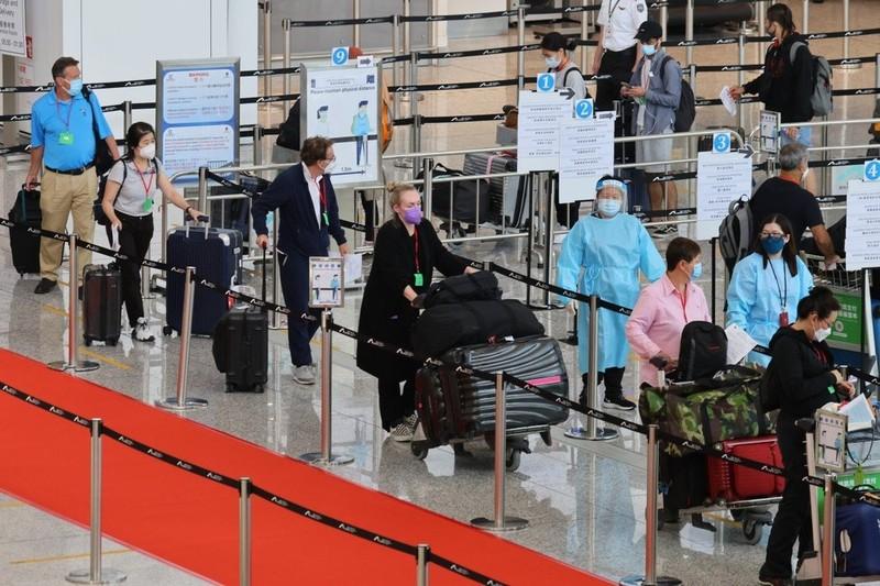Mỹ nâng mức cảnh báo du lịch đến Singapore và Hong Kong vì COVID-19 - ảnh 2