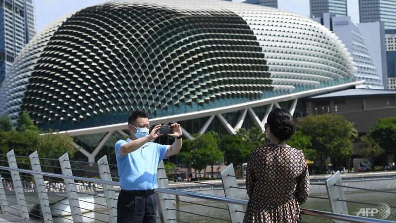 Mỹ nâng mức cảnh báo du lịch đến Singapore và Hong Kong vì COVID-19 - ảnh 1