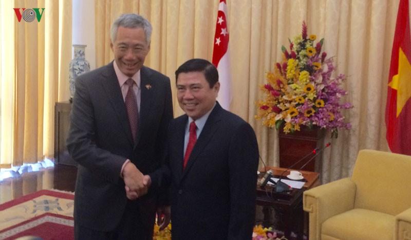 Thủ tướng Singapore vui mừng sau 10 năm trở lại TP.HCM - ảnh 8