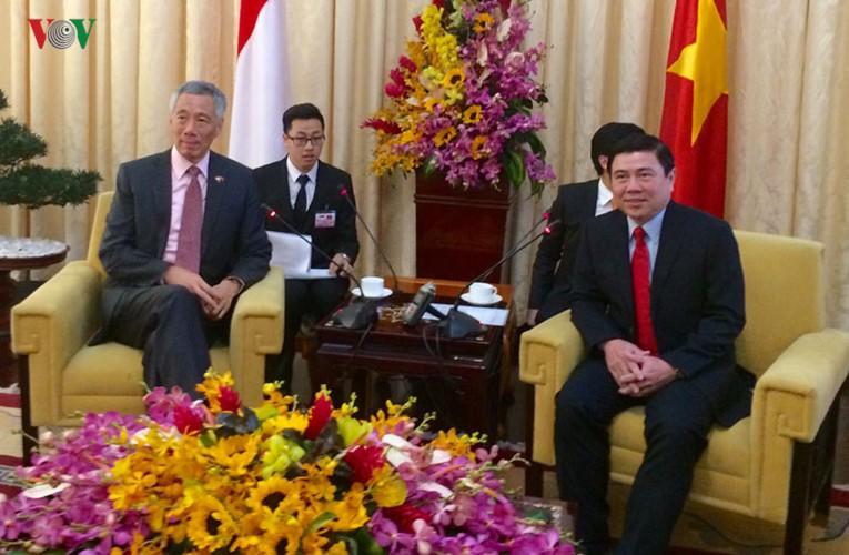 Thủ tướng Singapore vui mừng sau 10 năm trở lại TP.HCM - ảnh 9