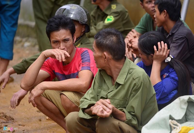 Trăm người tìm 18 nạn nhân bị đất đá vùi lấp - ảnh 13