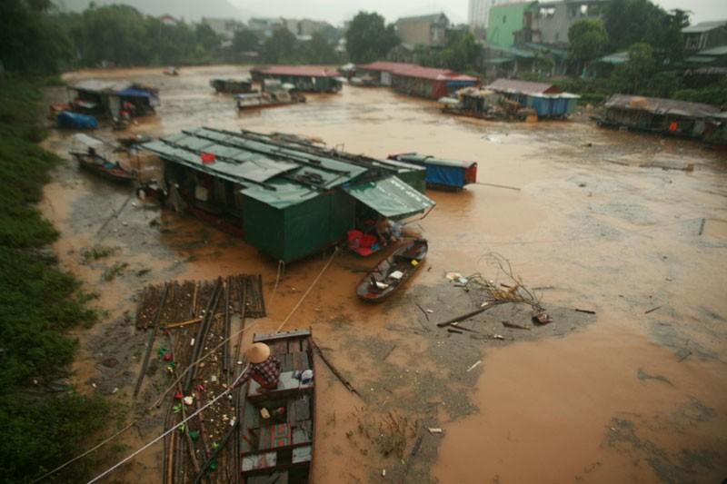 Chùm ảnh: Mưa lũ kinh hoàng ở các tỉnh miền Bắc - ảnh 6