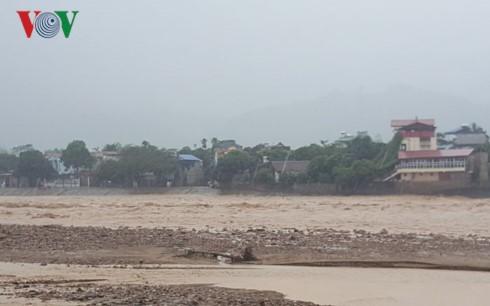 Chùm ảnh: Mưa lũ kinh hoàng ở các tỉnh miền Bắc - ảnh 4