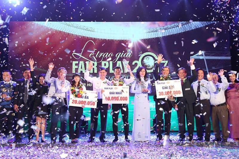 Giây phút Văn Toàn đoạt giải Fair Play 2017 - ảnh 5