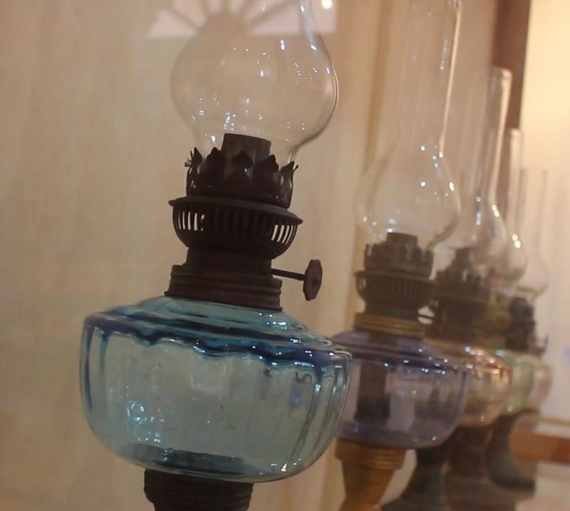 Độc đáo bộ sưu tập 650 đèn dầu cổ - ảnh 2