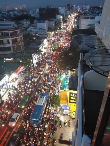 Kẹt xe kinh hoàng trên đường Huỳnh Tấn Phát, quận 7 - ảnh 6