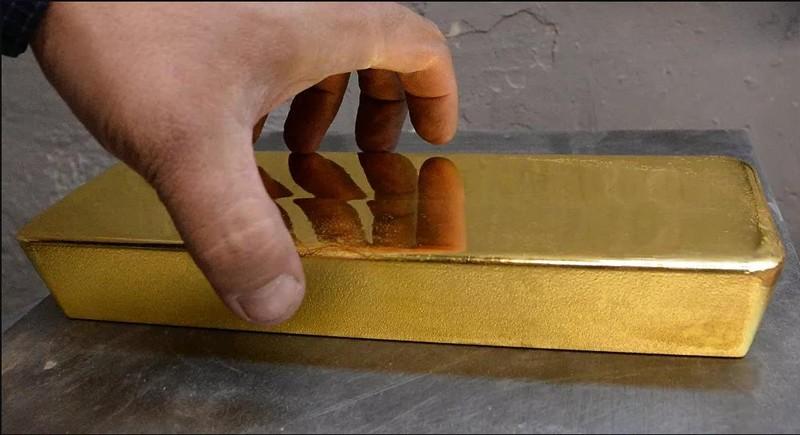 Phát hiện hai thỏi vàng nặng hơn 25 kg tại sân bay  - ảnh 1