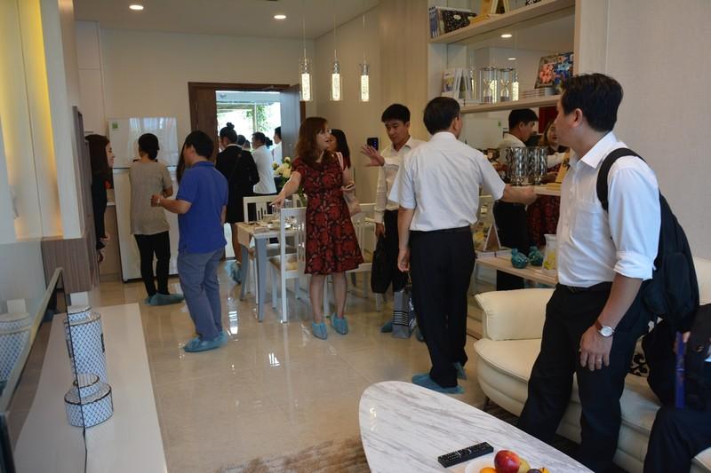 Giá căn hộ vẫn tăng bất chấp lượng giao dịch giảm - ảnh 1