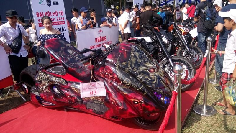 Bóng hồng làm 'nóng' đại hội mô tô lớn nhất Việt Nam - ảnh 6