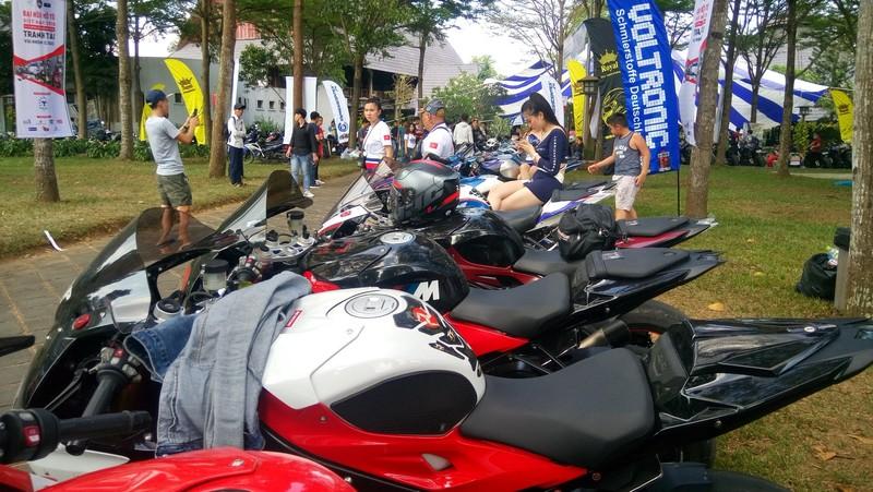 Bóng hồng làm 'nóng' đại hội mô tô lớn nhất Việt Nam - ảnh 2