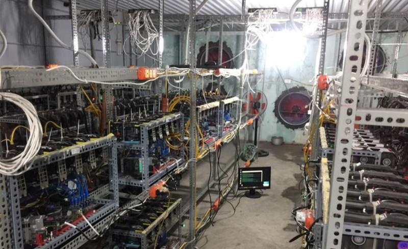 Máy đào tiền ảo bitcoin bất ngờ ngưng nhập về TP.HCM - ảnh 1