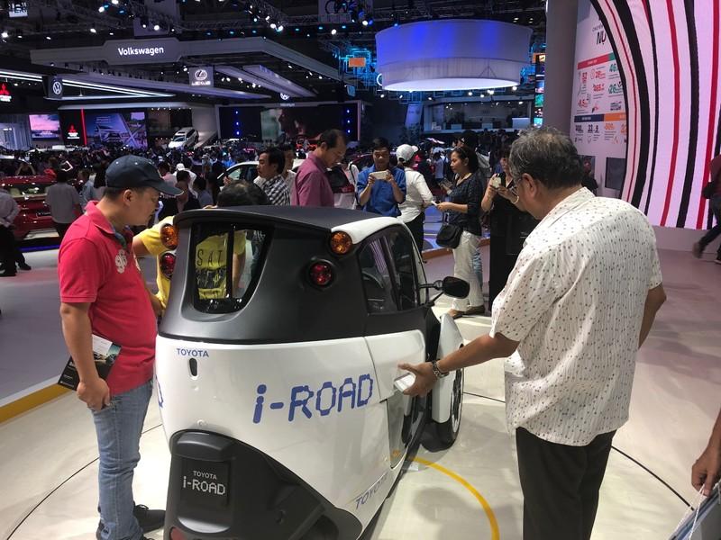 'Độc, lạ' chiếc xe điện 3 bánh I-Road tại triển lãm ô tô 2018 - ảnh 1