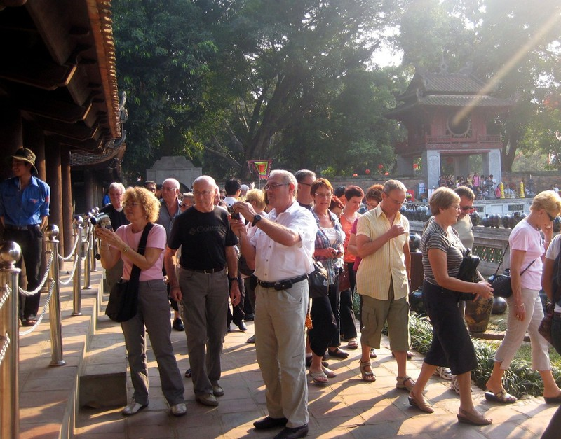 Du lịch mất hơn 800.000 lượt khách quốc tế vì dịch Corona  - ảnh 1