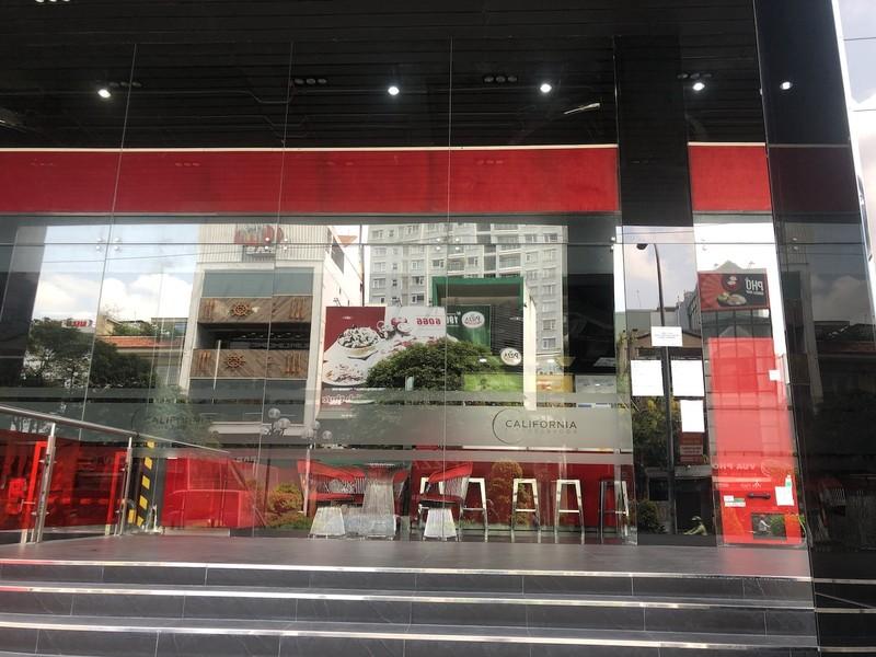 Hàng loạt quán ăn, salon tóc... đóng cửa chống dịch COVID-19 - ảnh 11