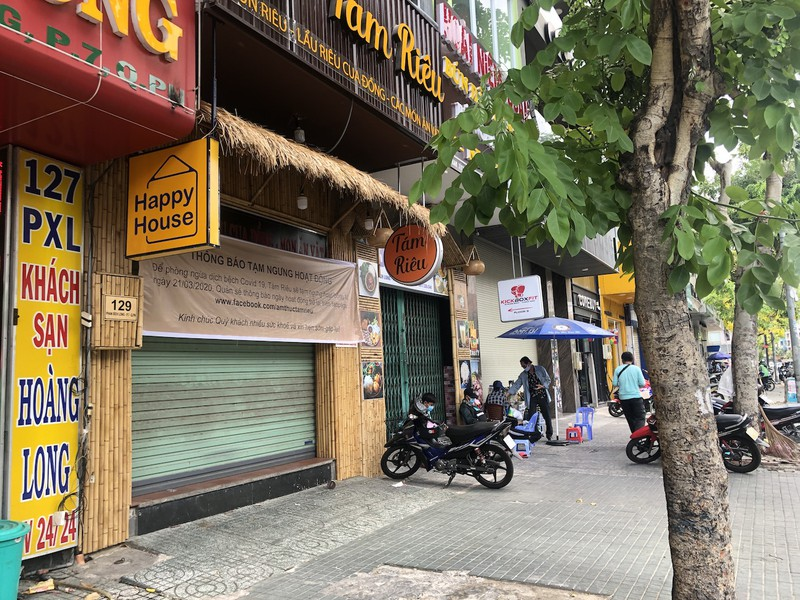 Hàng loạt quán ăn, salon tóc... đóng cửa chống dịch COVID-19 - ảnh 3