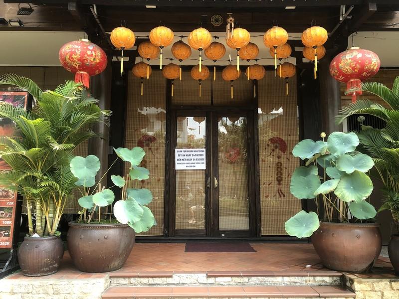 Hàng loạt quán ăn, salon tóc... đóng cửa chống dịch COVID-19 - ảnh 4