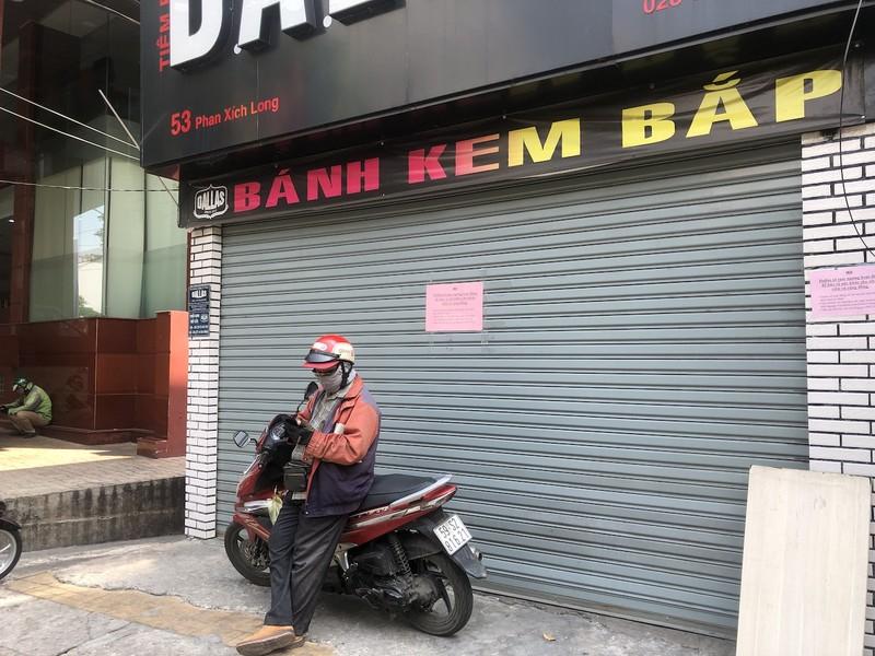 Hàng loạt quán ăn, salon tóc... đóng cửa chống dịch COVID-19 - ảnh 10