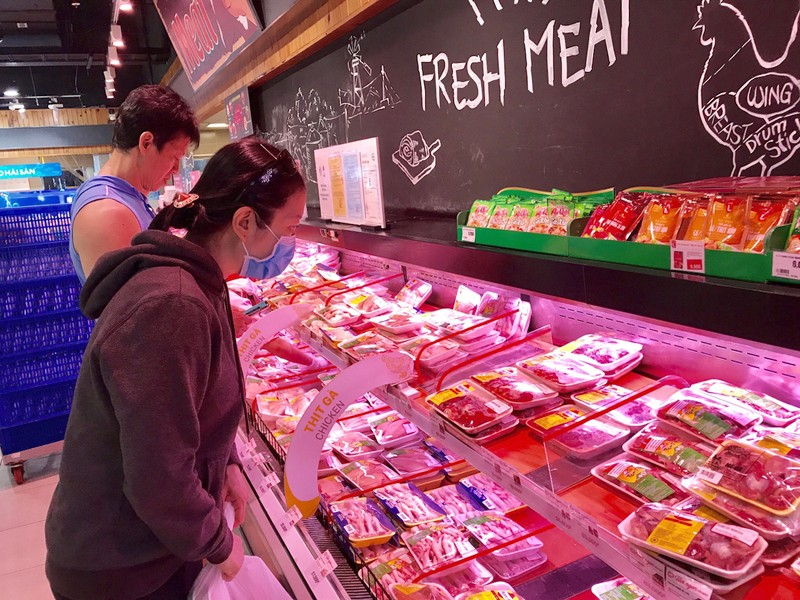 Giá heo hơi giảm rồi lại tăng, thịt bán lẻ vẫn cao ngất ngưởng - ảnh 1